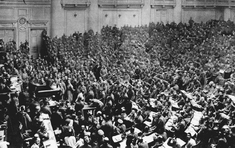 A meeting of the Petrograd Soviet of Workers and Soldiers Deputies, April 1917. © BETTMANN/CORBIS
